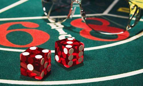 ทริปการเล่นคาสิโนควรรู้! เล่น Craps บนโต๊ะทั้งที  ต้องเล่นอย่างรอบคอบ